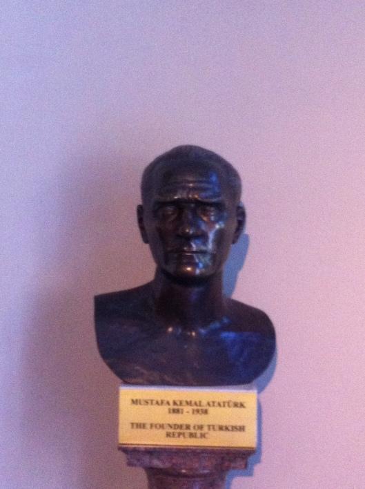 Busto de Mustafá Kemal.