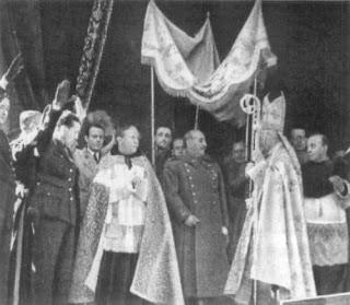 Jerarquía católica apoya a Franco.
