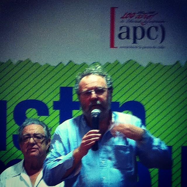 """Carlin recoge el Premio de Periodismo """"Agustín Merello""""."""